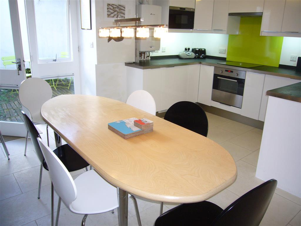 15) Surfs Up -  Dining area