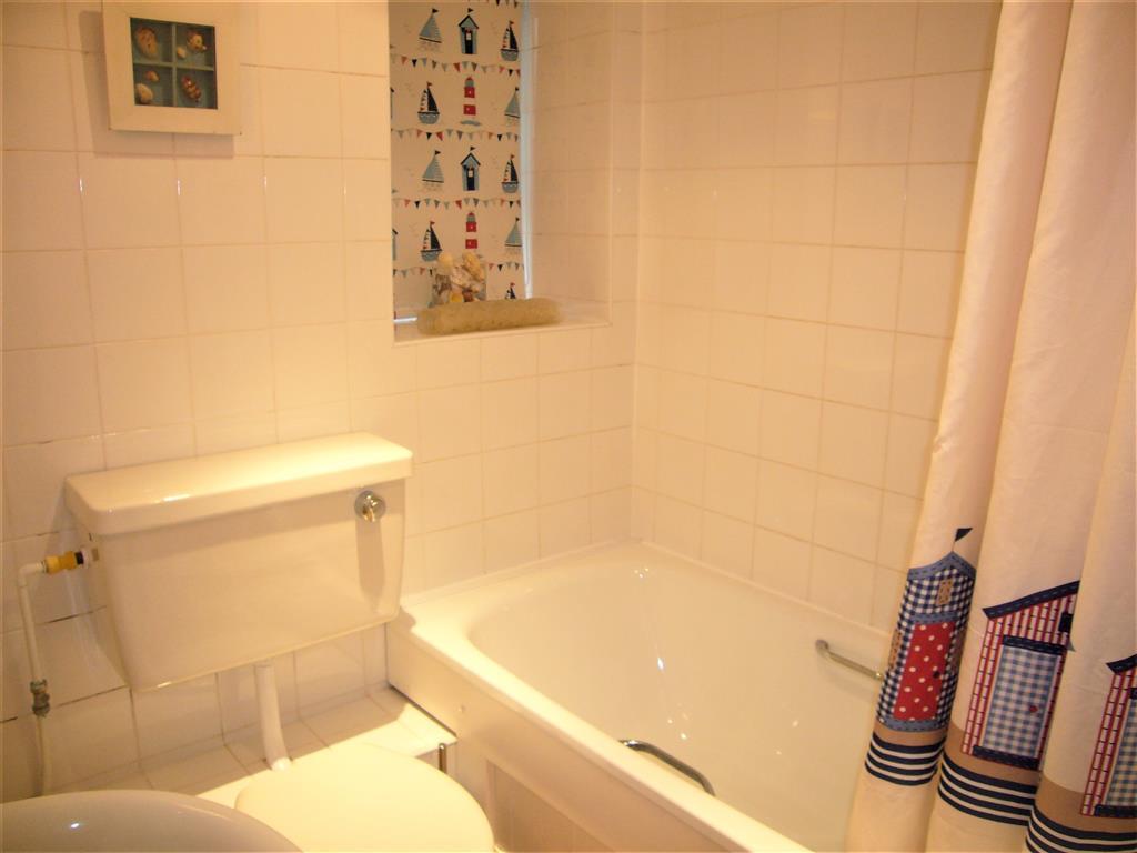 03) Mermaids Rest -  Ground floor bathroom