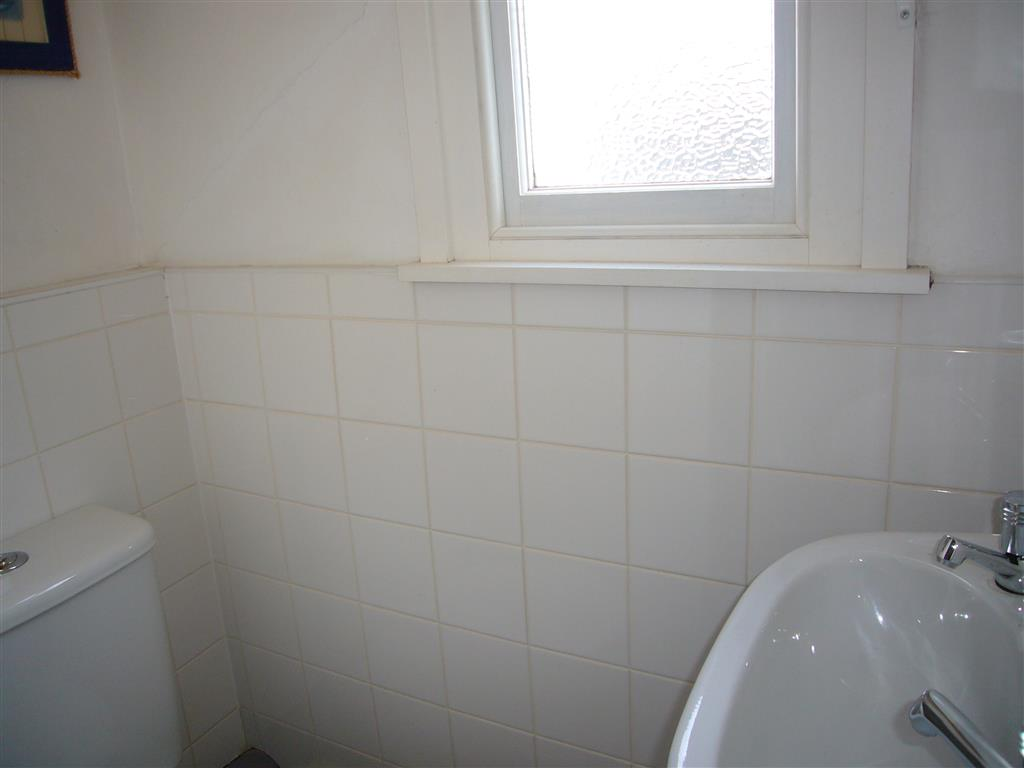03) Mermaids Rest -  Separate WC