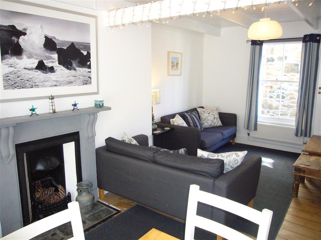 03) Mermaids Rest -  Open plan living room