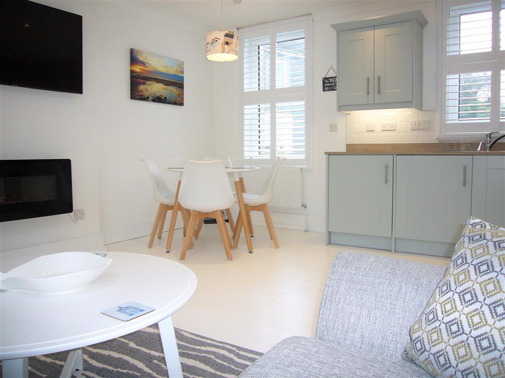 31) 4 Hazelbury House -  Open plan living room