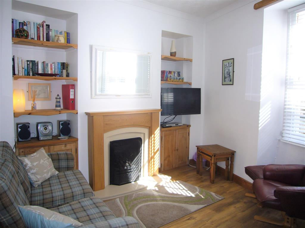 16) Jasmine Cottage -  Sitting room