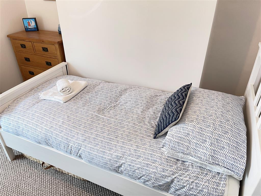 05) 22 Trenwith Place -  Kitchen