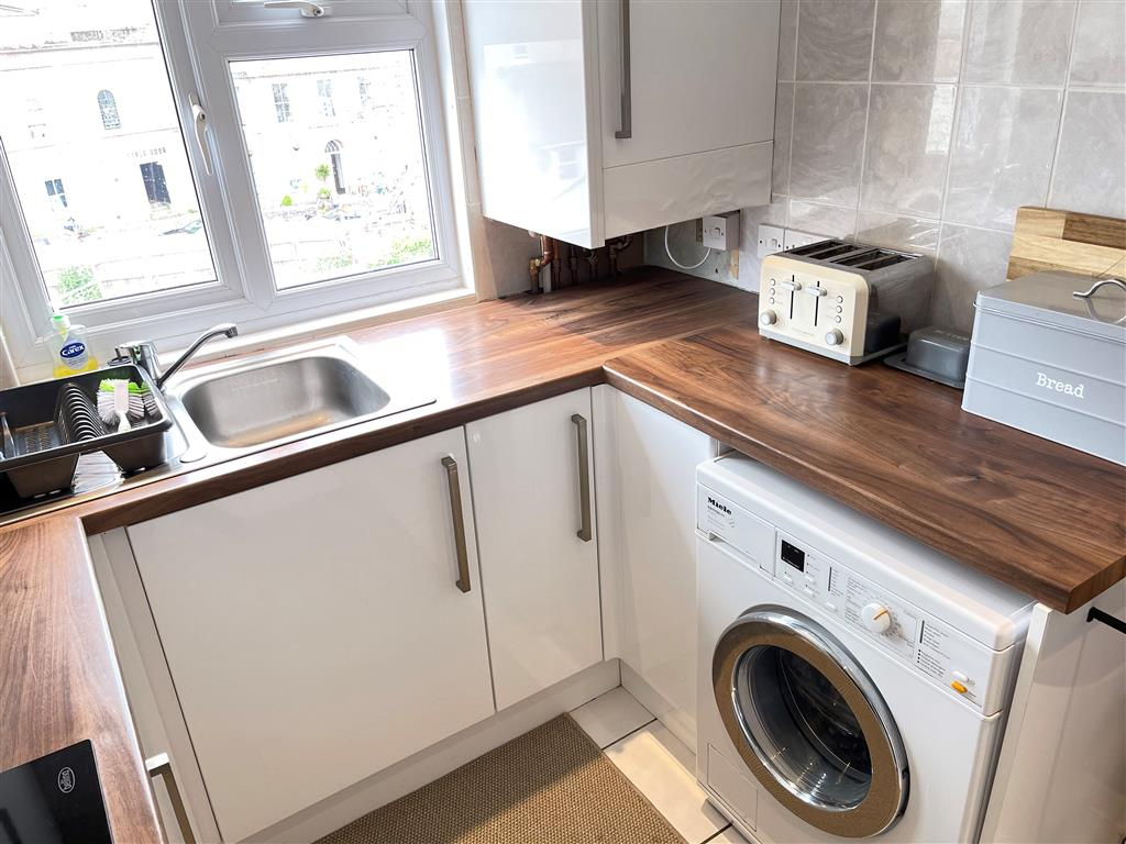 05) 22 Trenwith Place -  Dining area