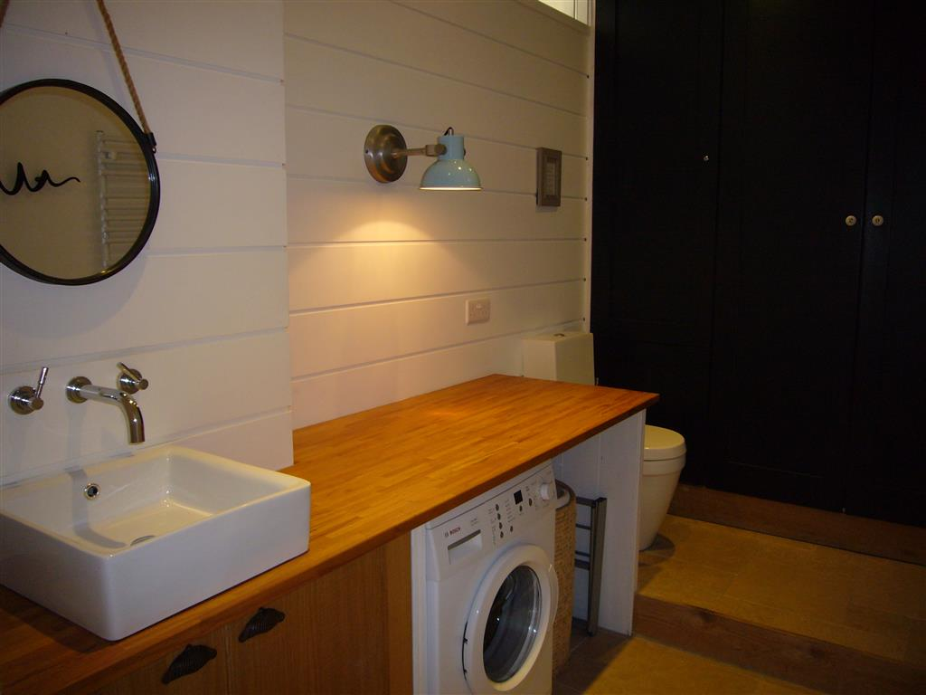 07) Porth House -  Ensuite to master bedroom