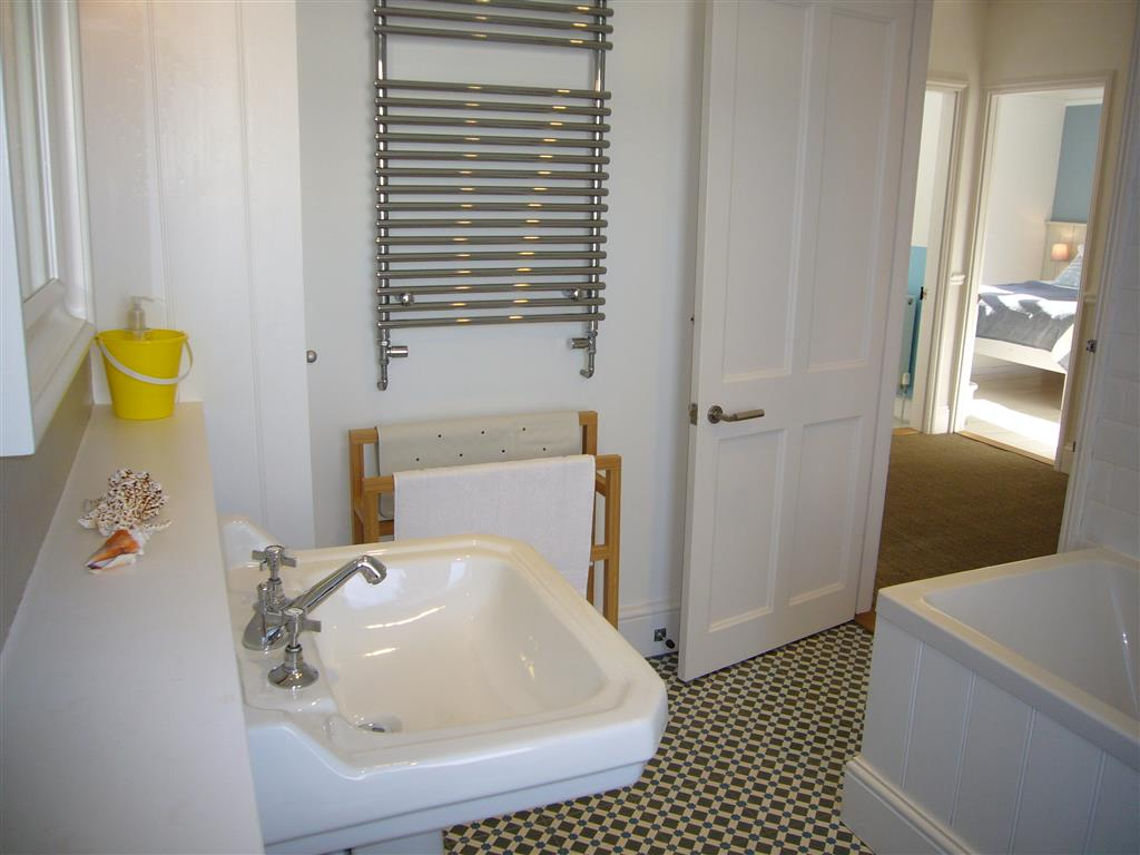 07) Porth House -  Bathroom