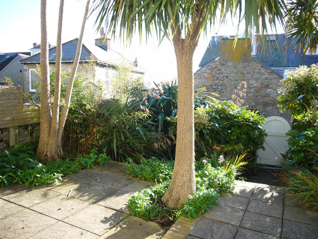 07) Porth House -  Courtyard in Winter