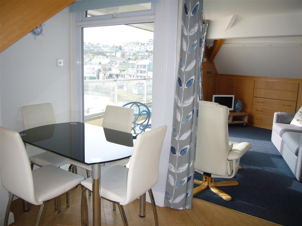 63) Crows Nest -  Dining area