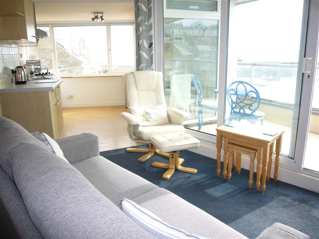 63) Crows Nest -  Sitting room area