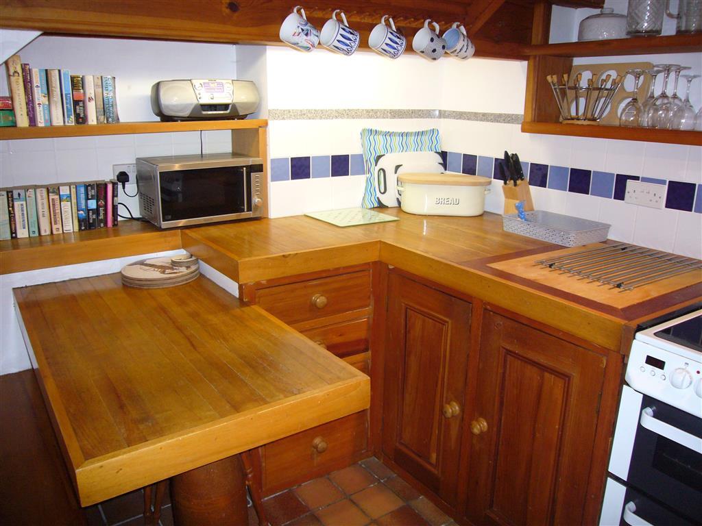 22) 10 The Warren -  Kitchen
