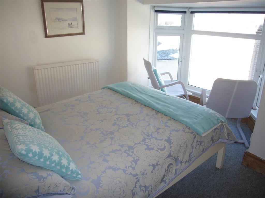 22) 10 The Warren -  Bedroom 1