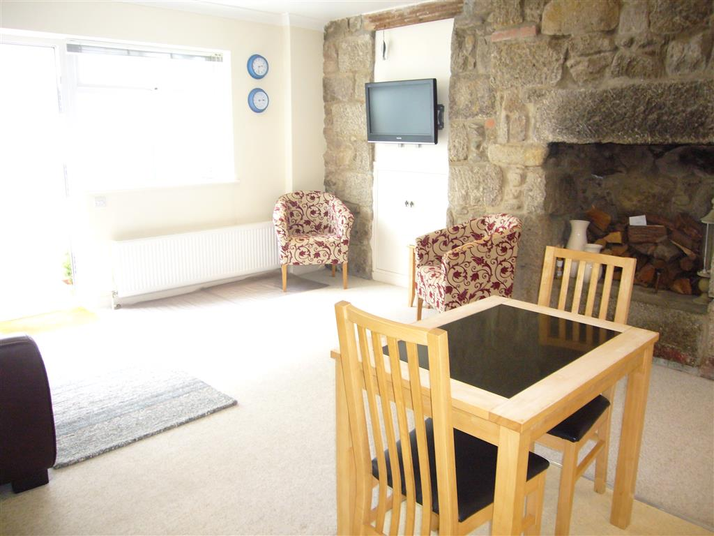 60) 10 Lyonesse -  Open plan living area