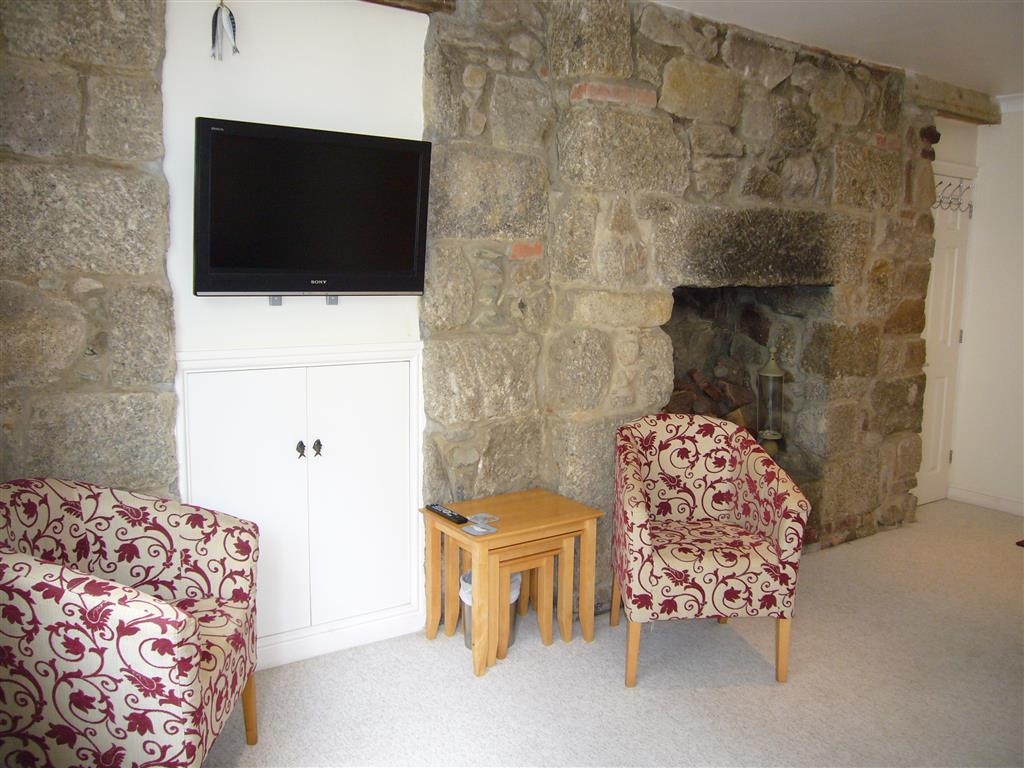 60) 10 Lyonesse -  Sitting room