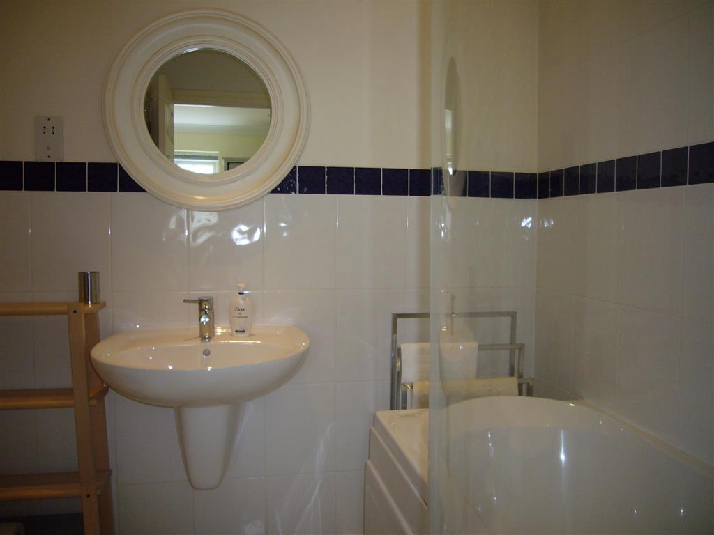 60) 10 Lyonesse -  Bathroom