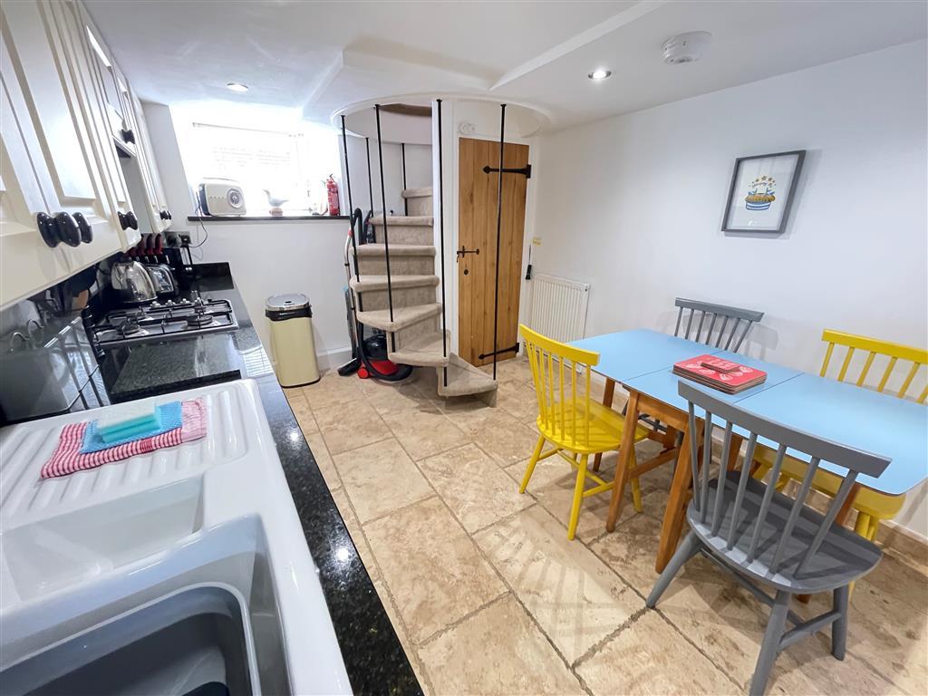 29) Sixpence Cottage -  Kitchen