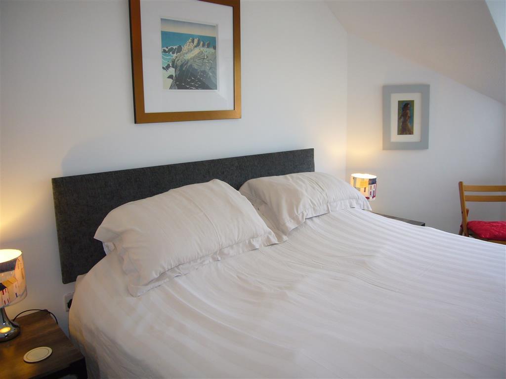 49) Stonesthrow -  Bedroom 1