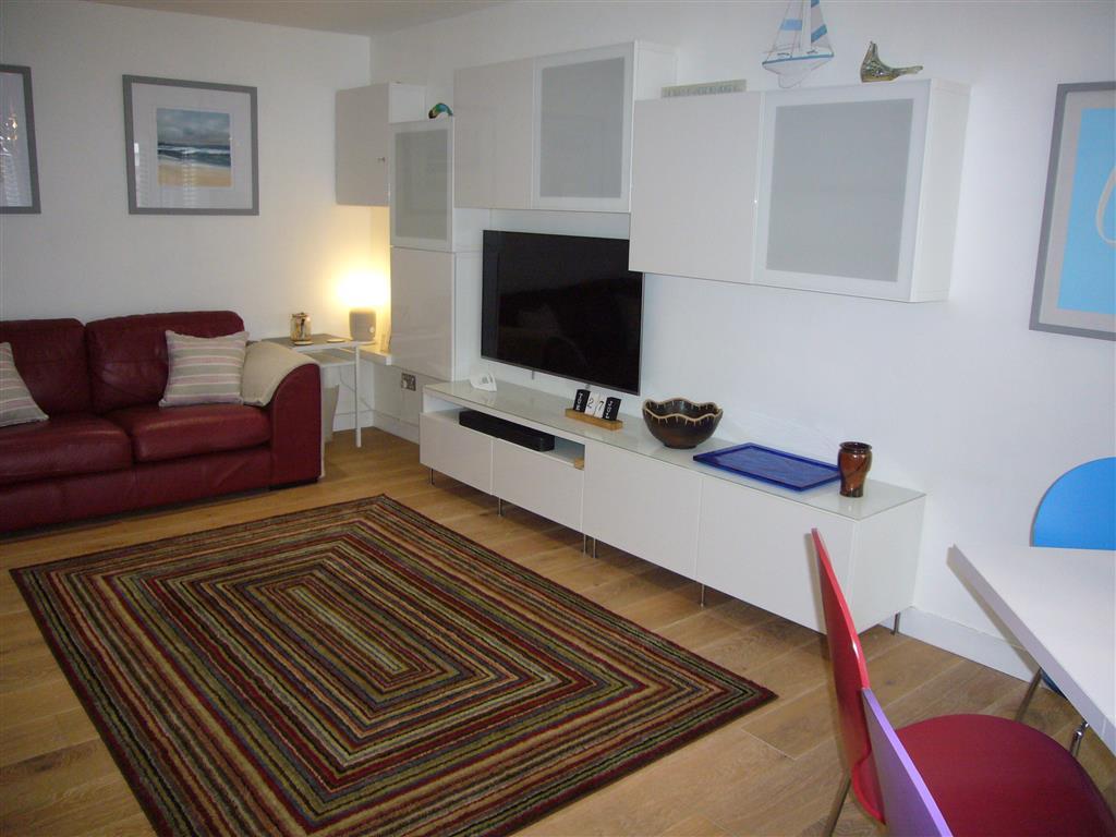 49) Stonesthrow -  Sitting room area