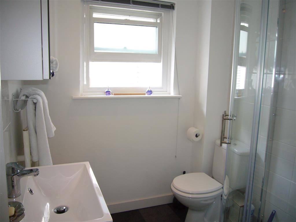 49) Stonesthrow -  Shower room 1