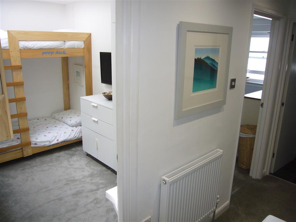 49) Stonesthrow -  Bedroom 3