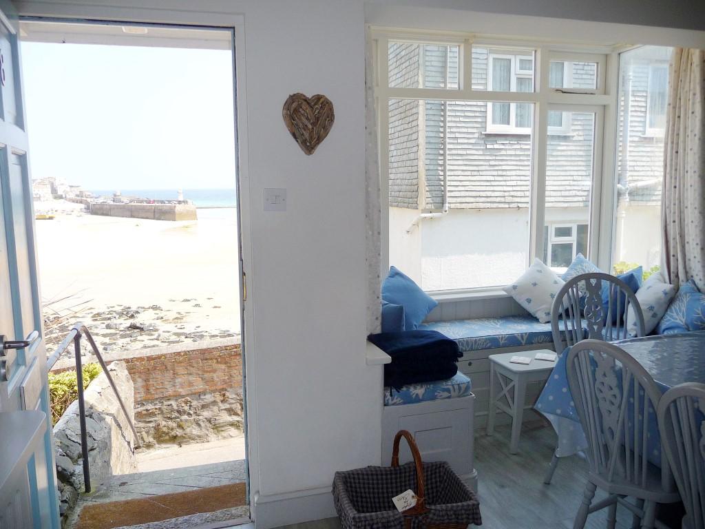44) Sandhamn -  Front door