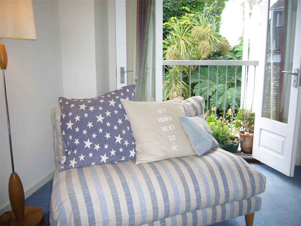 44) Sandhamn -  Sitting room