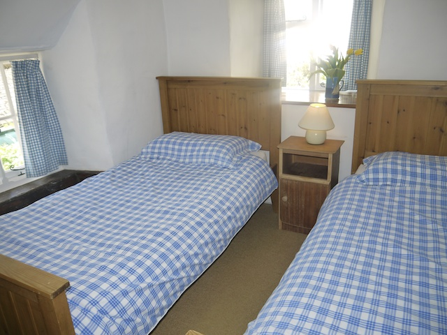Veneth twin bedded room