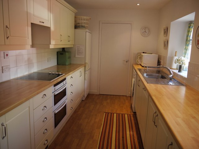 Tremarnekitchen1/cadgwithcovecottages