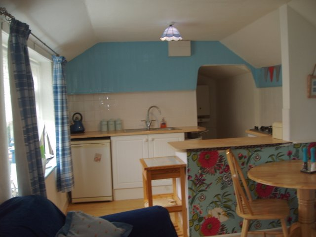 Wellspringdiningarea/Cadgwith Cove Cottages