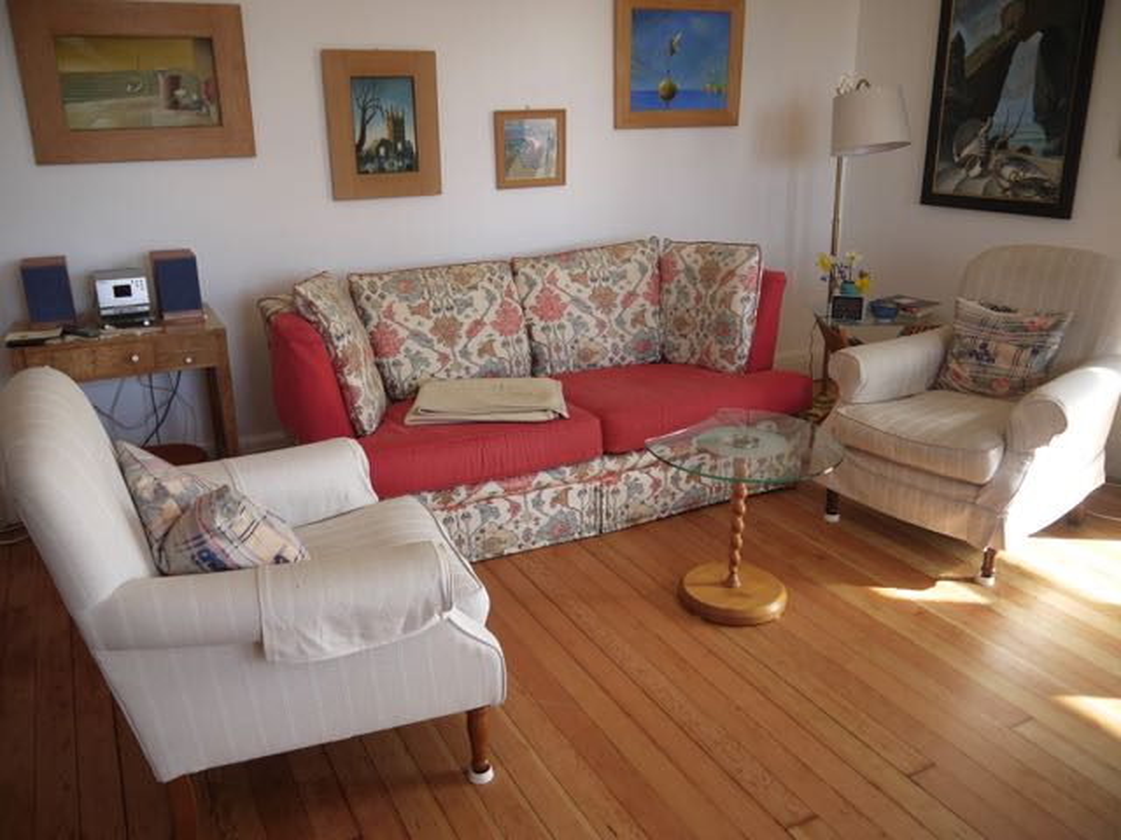 Higher Ledra Lounge