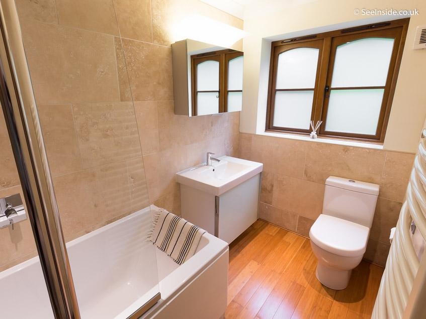 Woodland Cottage - downstairs bathroom