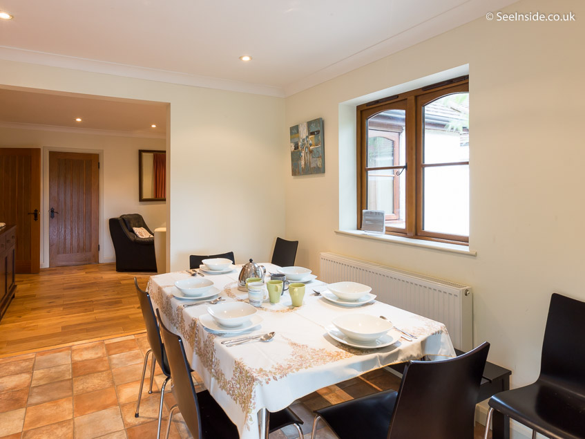 Woodland Cottage - dining table