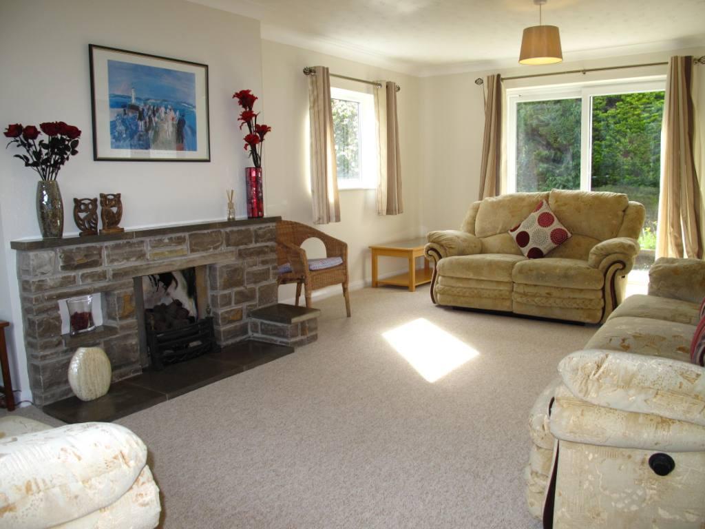 Hunters Retreat living room new 1 2015