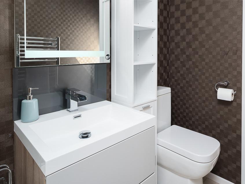 Dane Stream 8 family bathroom